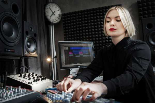 Future Music In The Studio With Emika TUTORiAL | Images From Magesy® R Evolution™